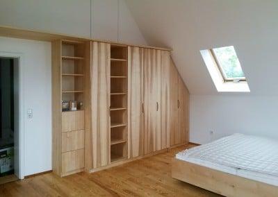 Kleiderschrank und Bett, Olivesche / Birke