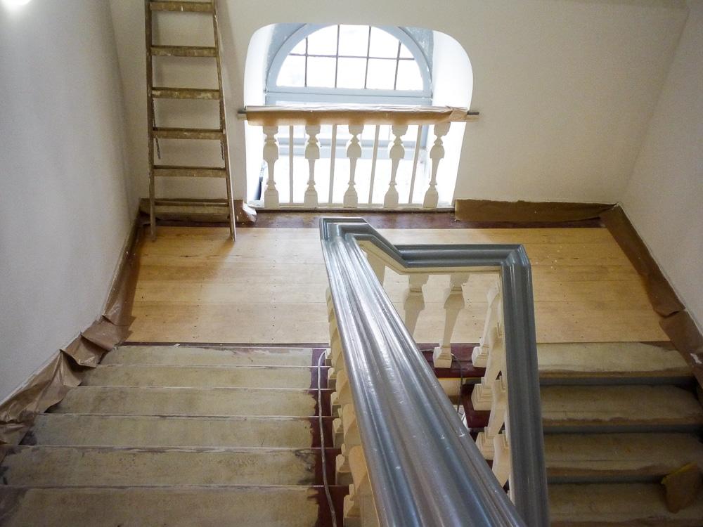 Treppe und Podest (Renovierung)