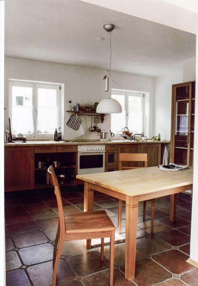 Küche und Vitrinenschrank