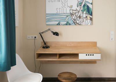 Schreibtisch wandmontiert