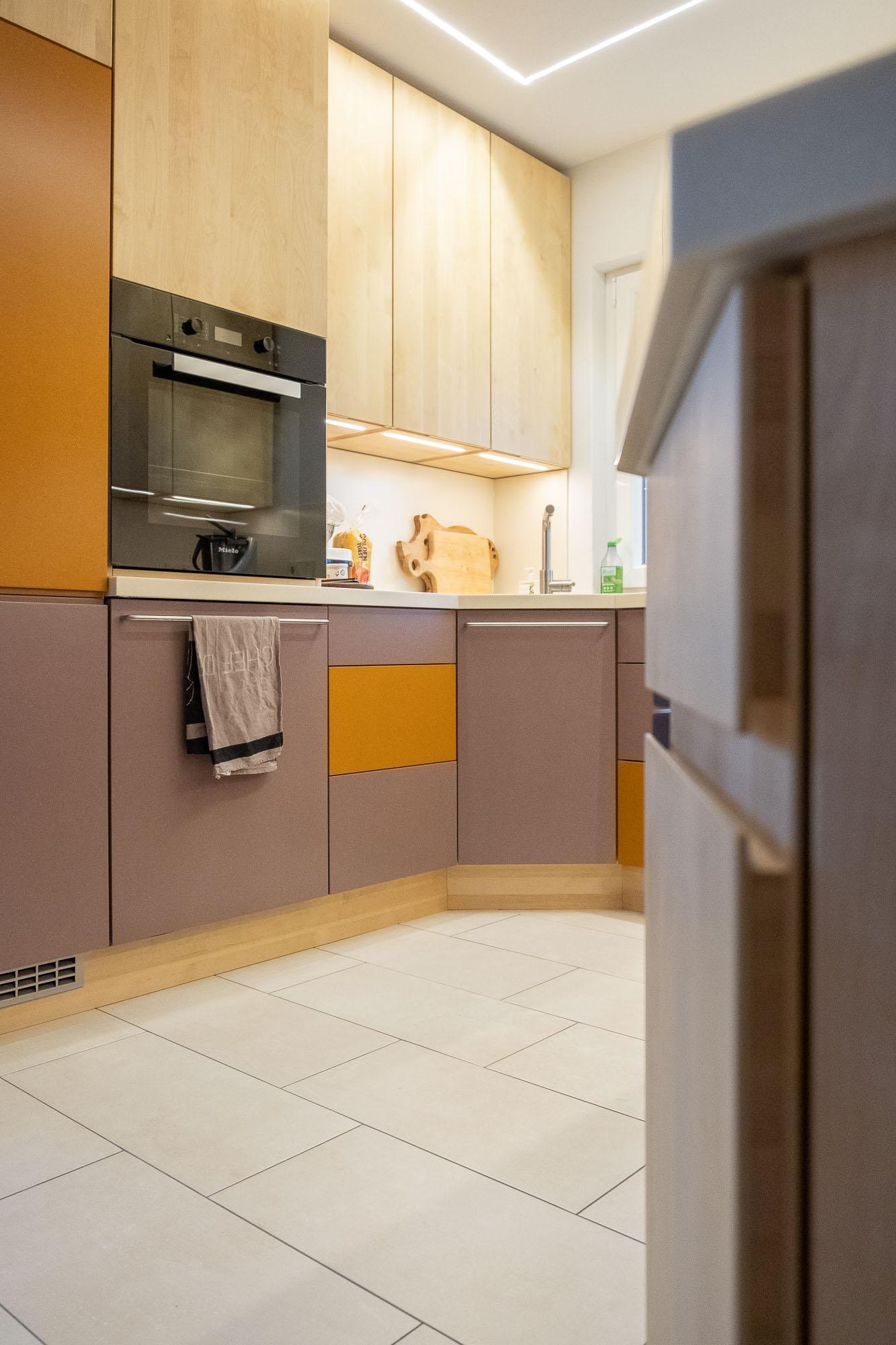 kuche mit buche arbeitsplatte. Black Bedroom Furniture Sets. Home Design Ideas
