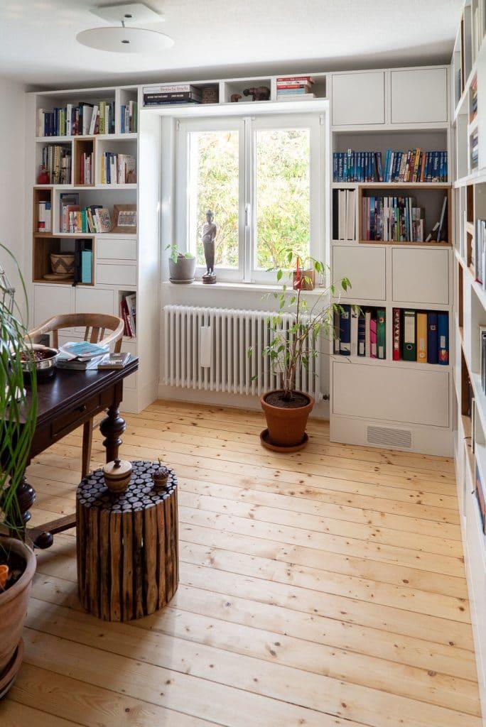 Einbau-Bücherregal