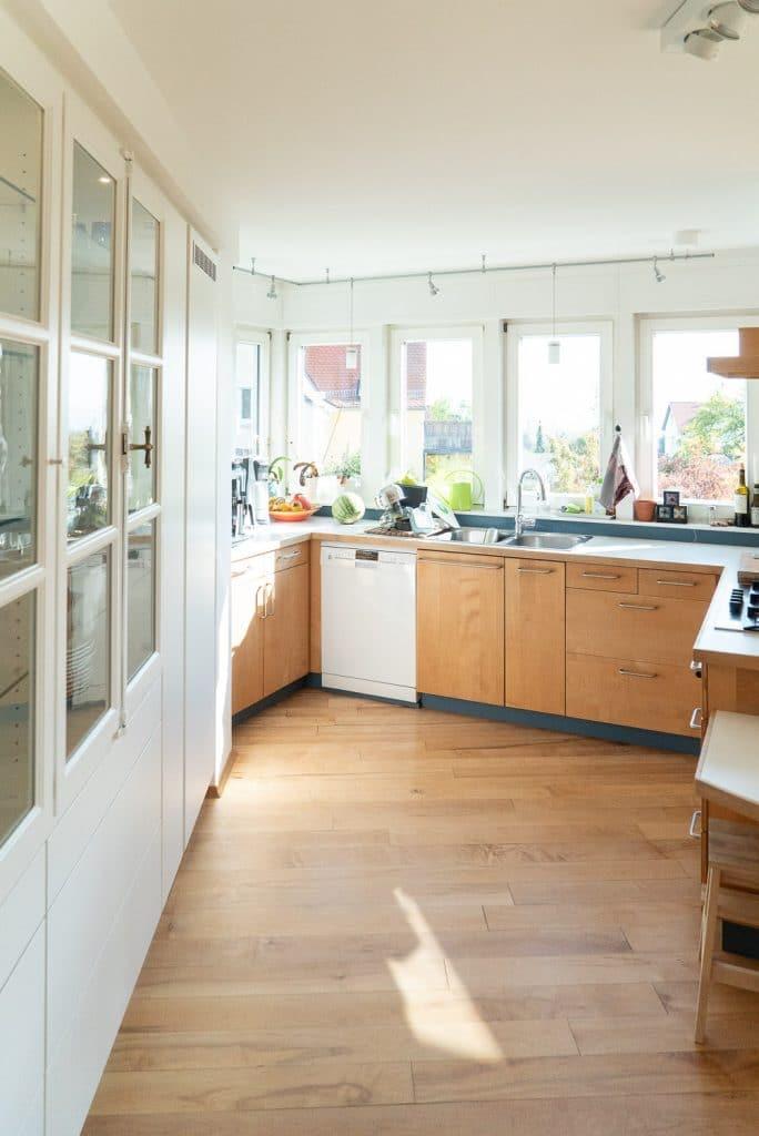 Küche mit Einbauschrank