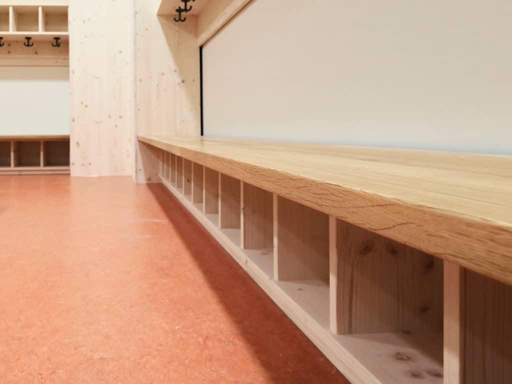 Sitzbank KiTa-Garderobe
